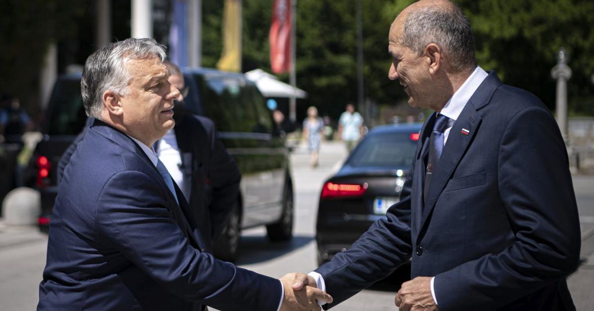 A szlovén miniszterelnök szerint egy halott EP-képviselő jelenleg is Soros ügynöke